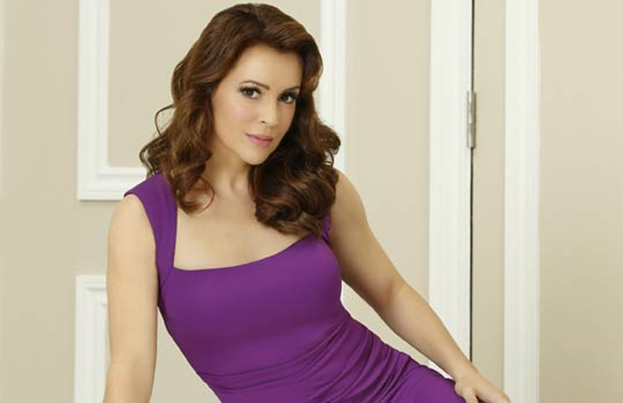 Alyssa Milano's hotness remains unchanged after nearly 20 years 44773