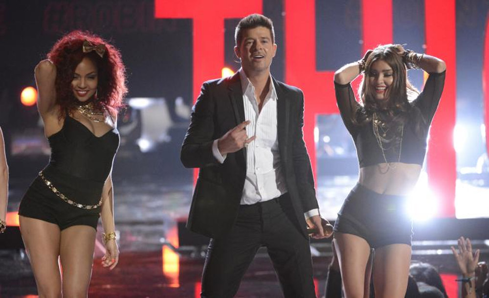 Watch Robin Thicke's BET Awards Performance Of 'Blurred Lines'; How Does It Compare To Racy Video? 44884