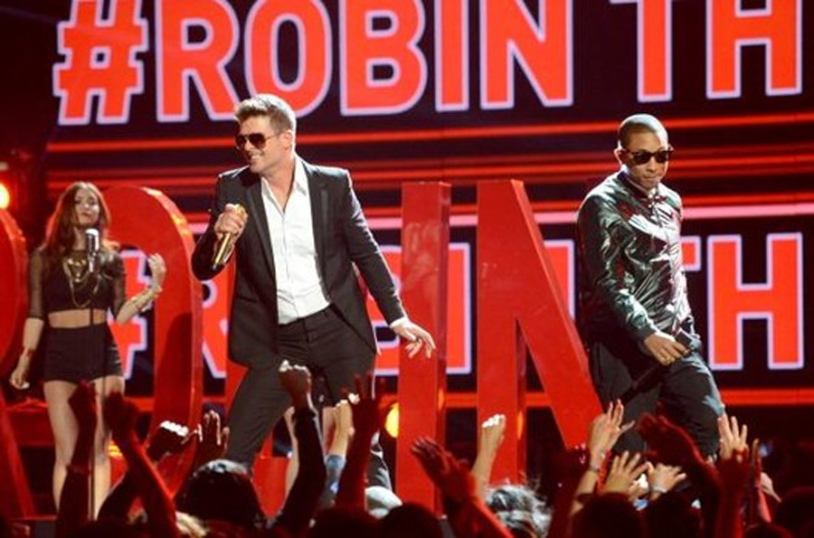 Robin Thicke performs 'Blurred Lines' at the BET Awards with T.I. and Pharrell 44886