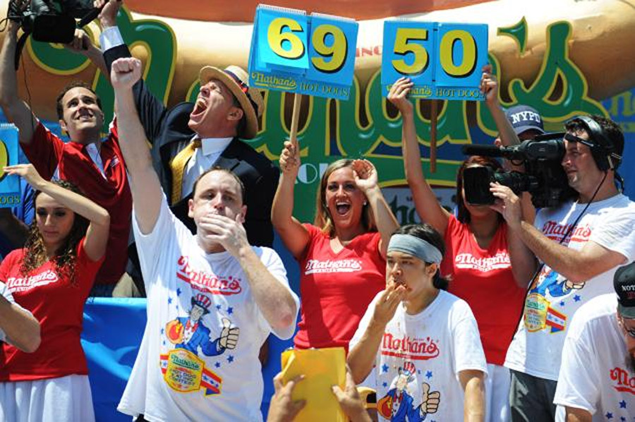 Joey Chestnut does it again! Sausages Nathan championship winning eating contest Saturday to record five consecutive 44959