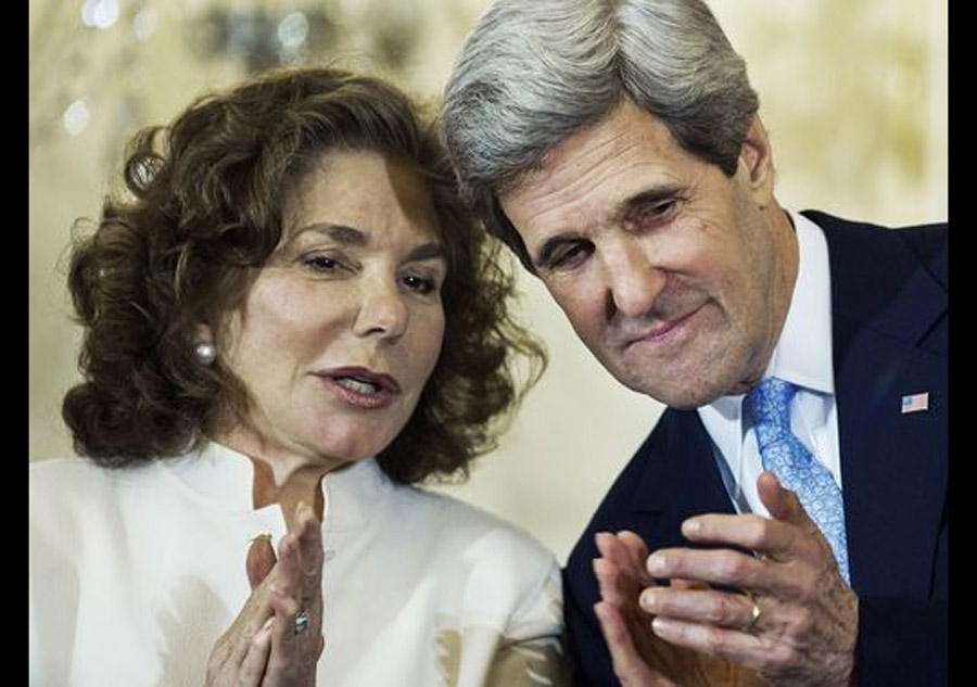John Kerry's wife in Boston hospital 44989