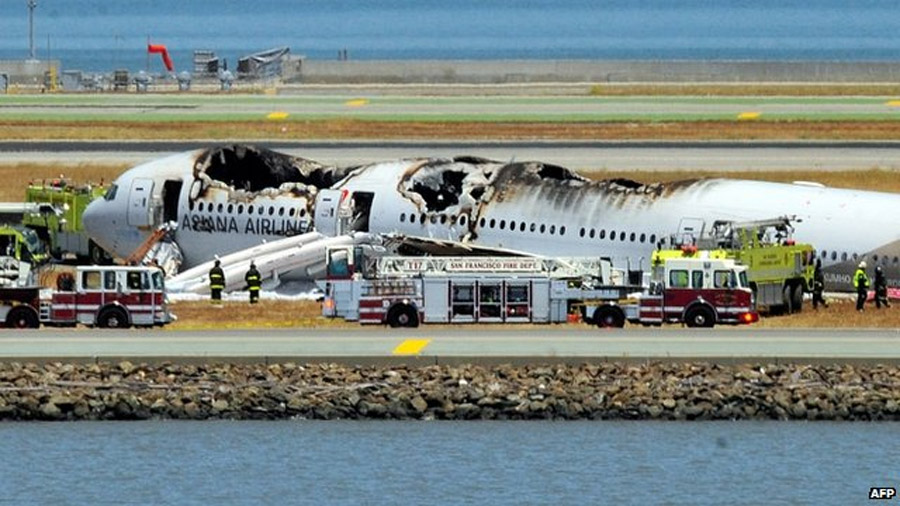 A Boeing 777 aircraft has crash-landed at San Francisco international airport, killing two people and injuring dozens more, officials say. 44996
