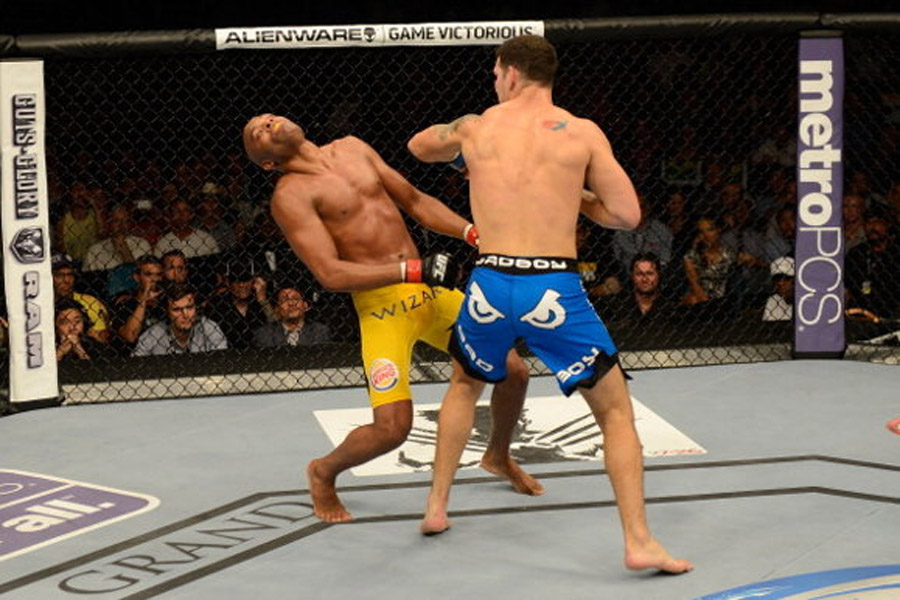 Chris Weidman upsets Anderson Silva, winning by KO in second round 45001