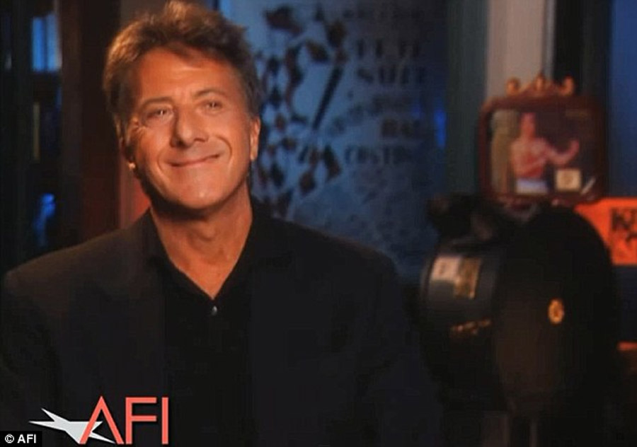 'If I met my Tootsie character at a party I wouldn't talk to her': Dustin Hoffman on how dressing as a woman made him realize he is 'brainwashed' about female beauty 45037