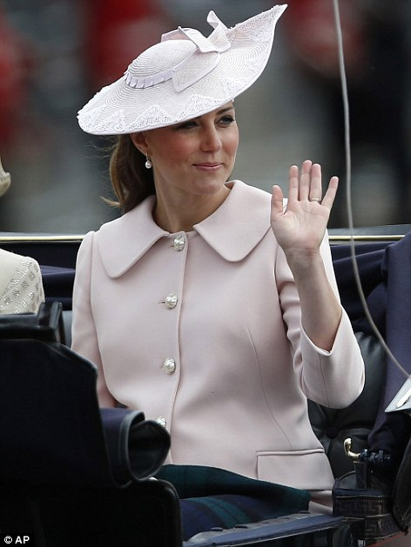 Kate Middleton gives birth to a baby boy 45350