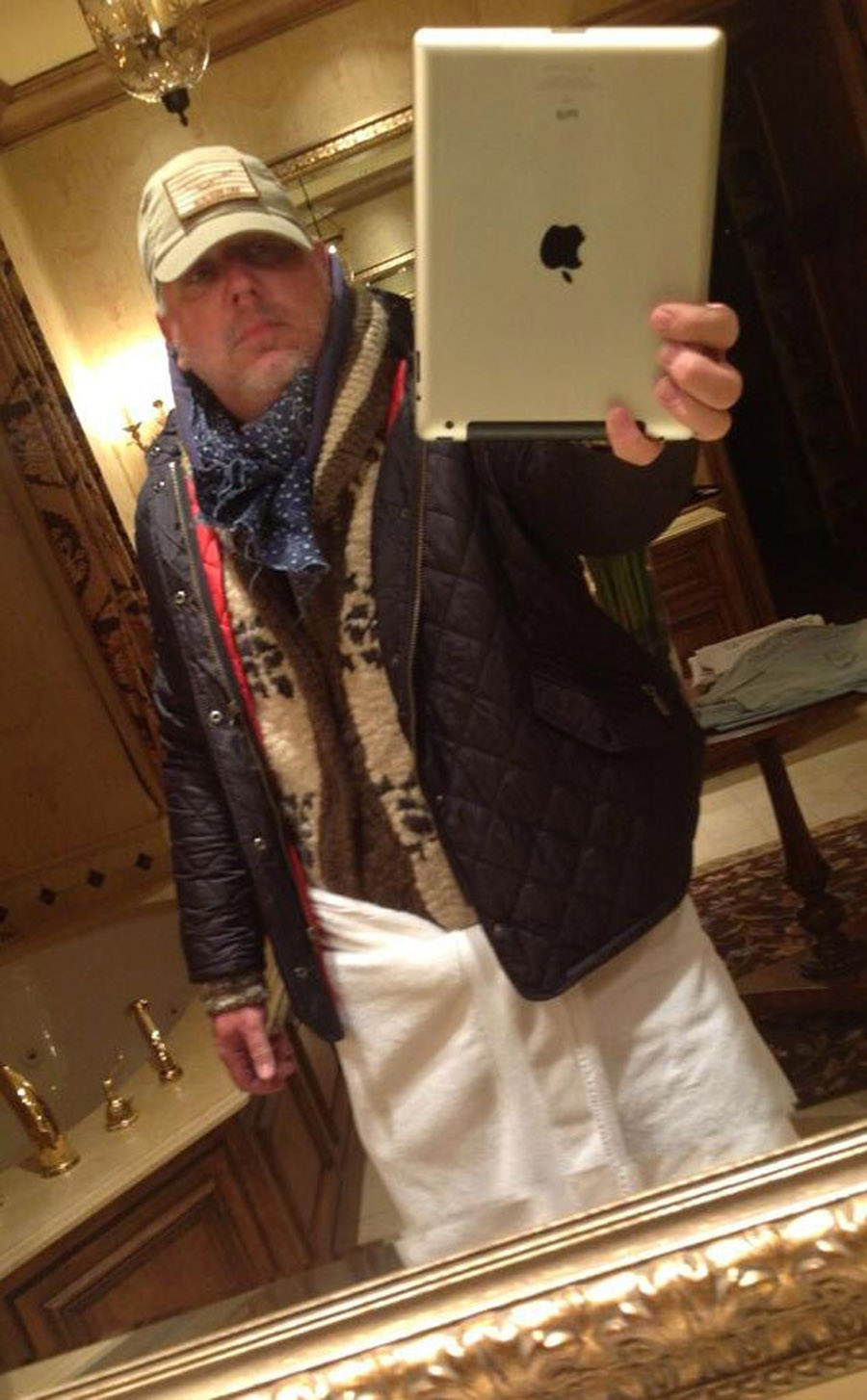 Glenn Beck Responds to Geraldo Rivera's Semi-Nude Selfie With His Own Towel Pic 45362
