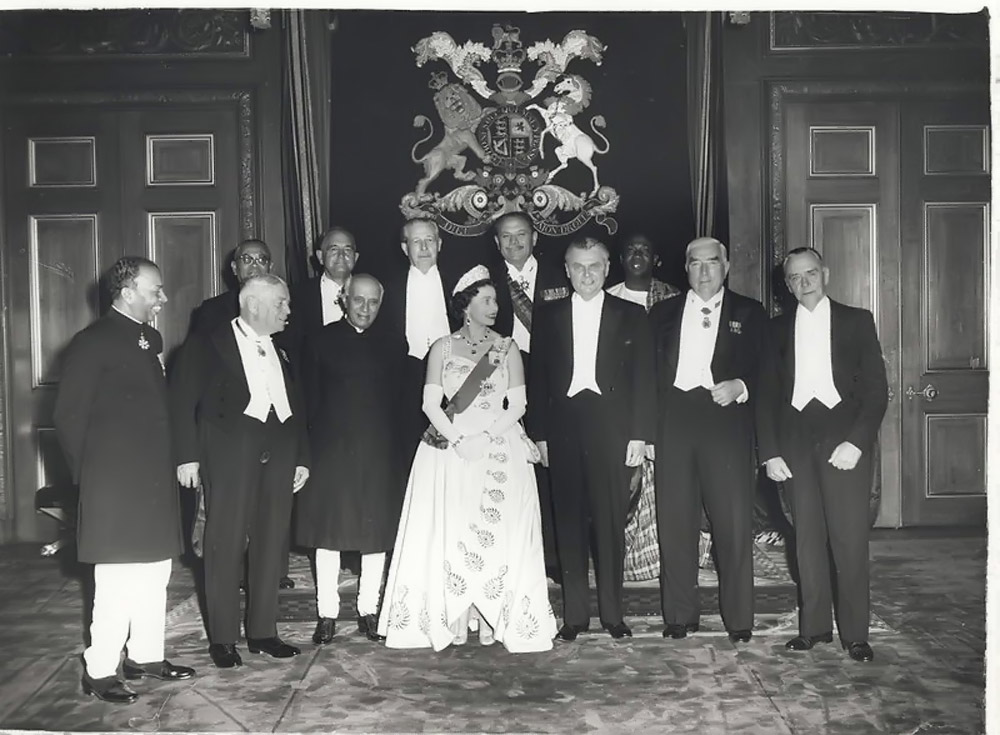 Queen Elizabeth II and the Prime Ministers of the Commonwealth Nations, at Windsor Castle (1960 Commonwealth Prime Minister's Conference) 45371