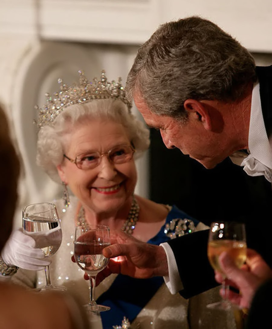 Bush toasts Elizabeth II 2007 45374