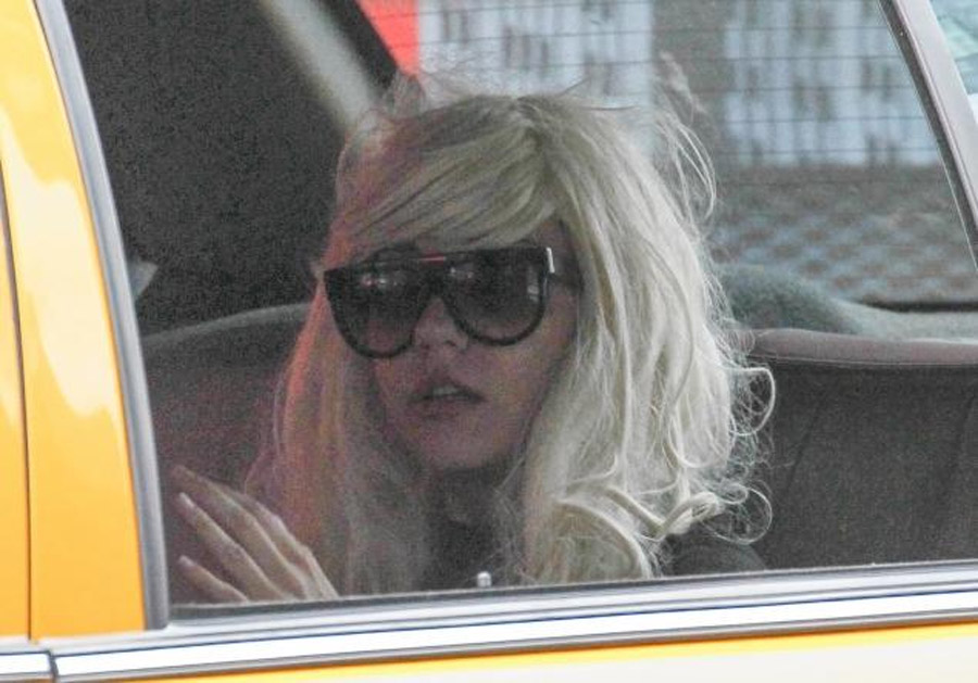 Amanda Bynes forced to undergo mental health evaluation after allegedly starting small fire on stranger's driveway 45413