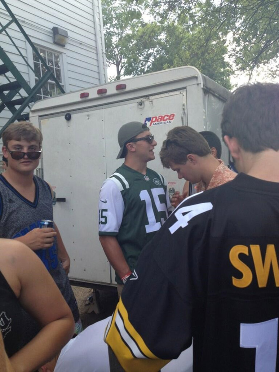 Now Johnny Manziel Is Wearing A Tebow Jersey At A Texas Frat Party 45457