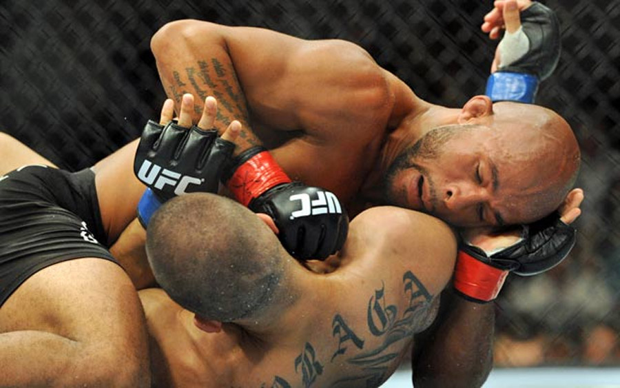 Johnson beats Moraga to retain UFC flyweight title 45485