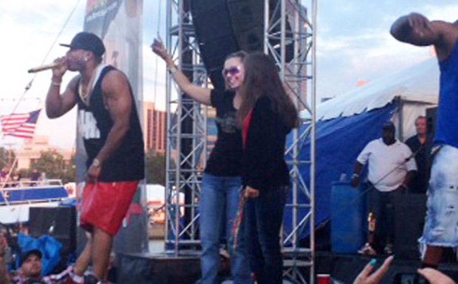 Amanda Berry joins rapper Nelly onstage in first public appearance 45521