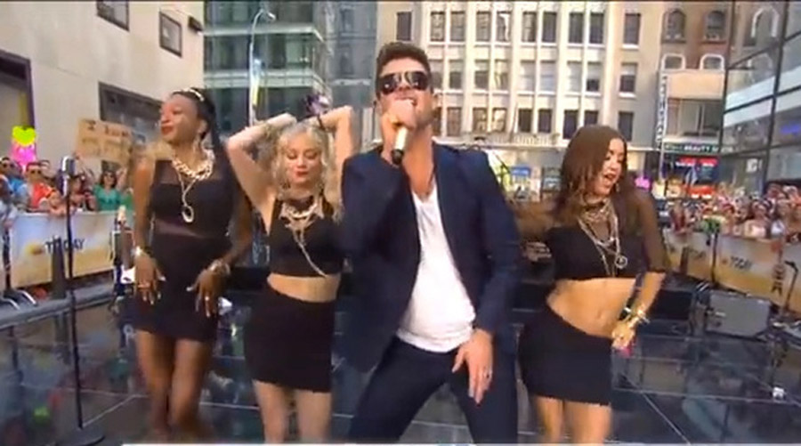 "In a Surprising Twist, Robin Thicke Is Now Convinced He's Starting a ""Feminist Movement"" 45560"