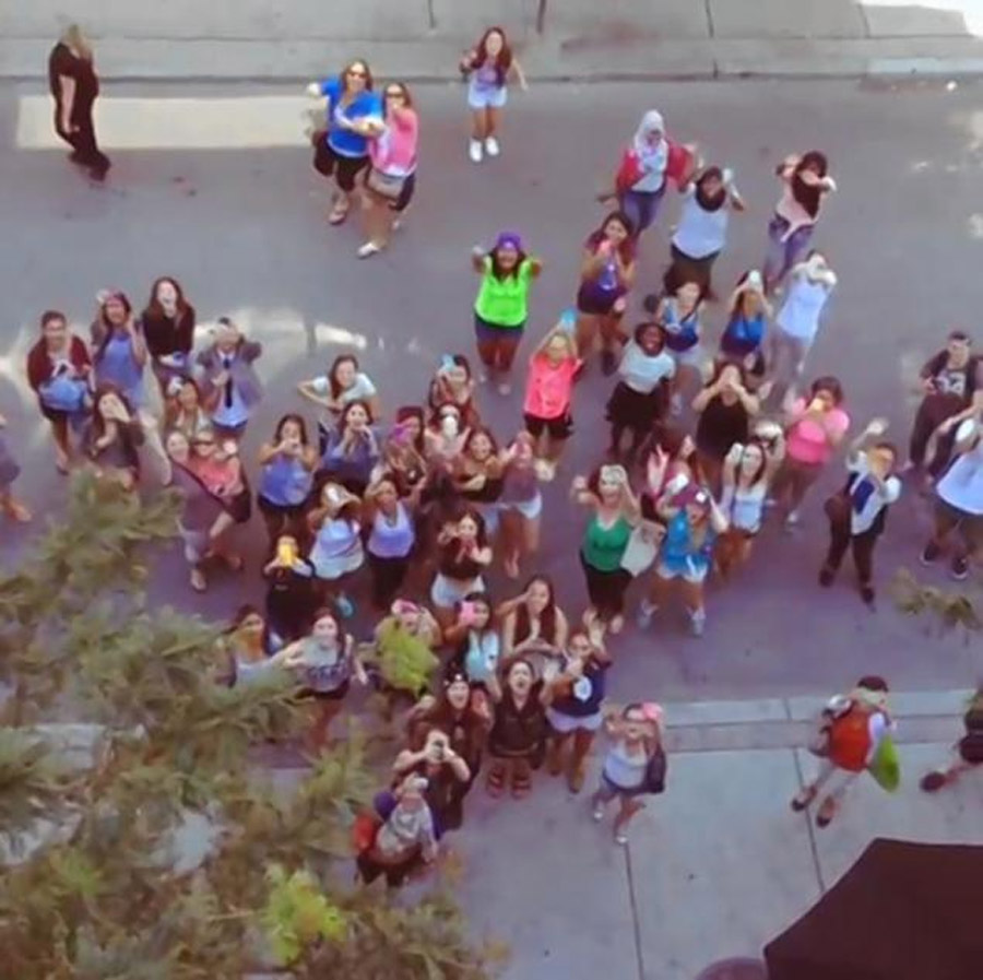 JUSTIN BIEBER SPITS OVER HOTEL BALCONY AS FANS GATHERED BELOW 45610