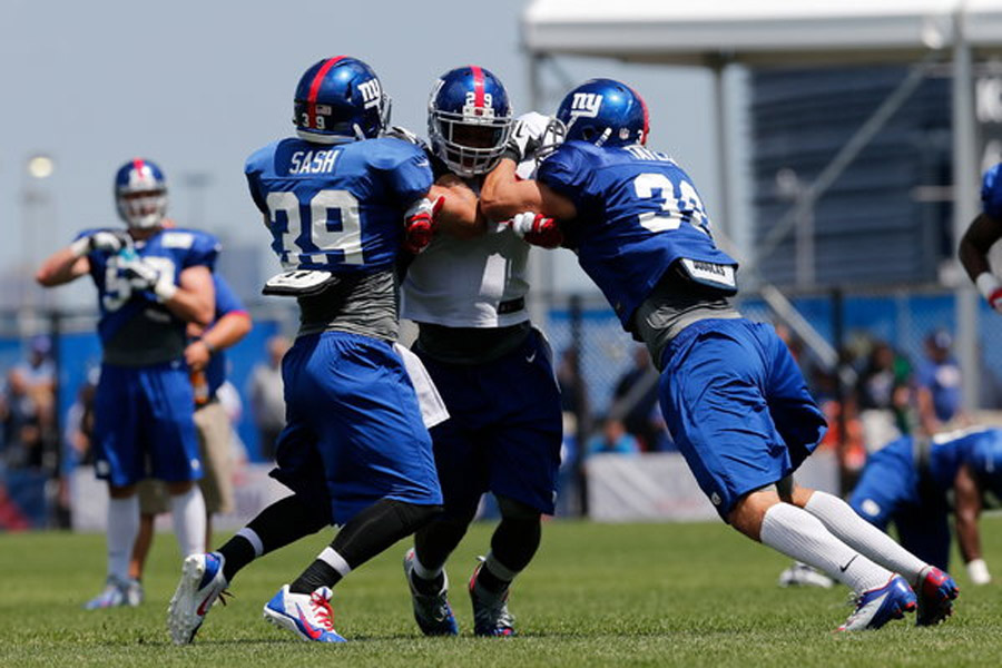 Winds Through Rink for Giants' Rookie Running Back 45732