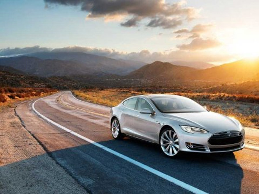 Ashton Kutcher Likes His Model S So Much, He Bought Tesla Stock 45948