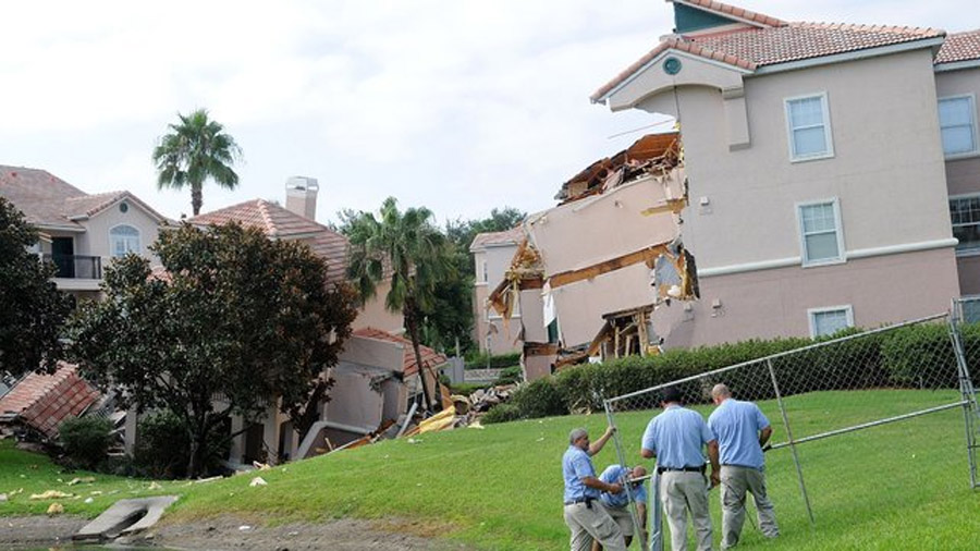 Guests rescued as Florida resort building falls into sinkhole 45967