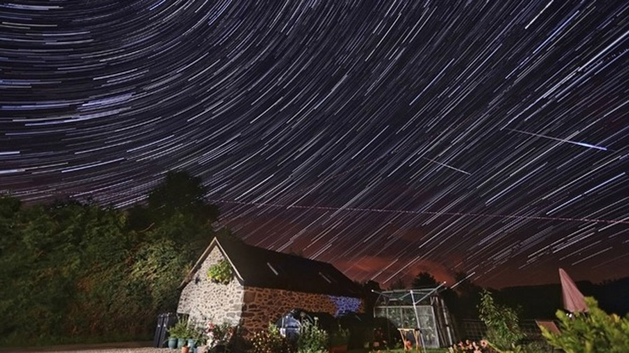 Meteors captured in Powys night sky 45978