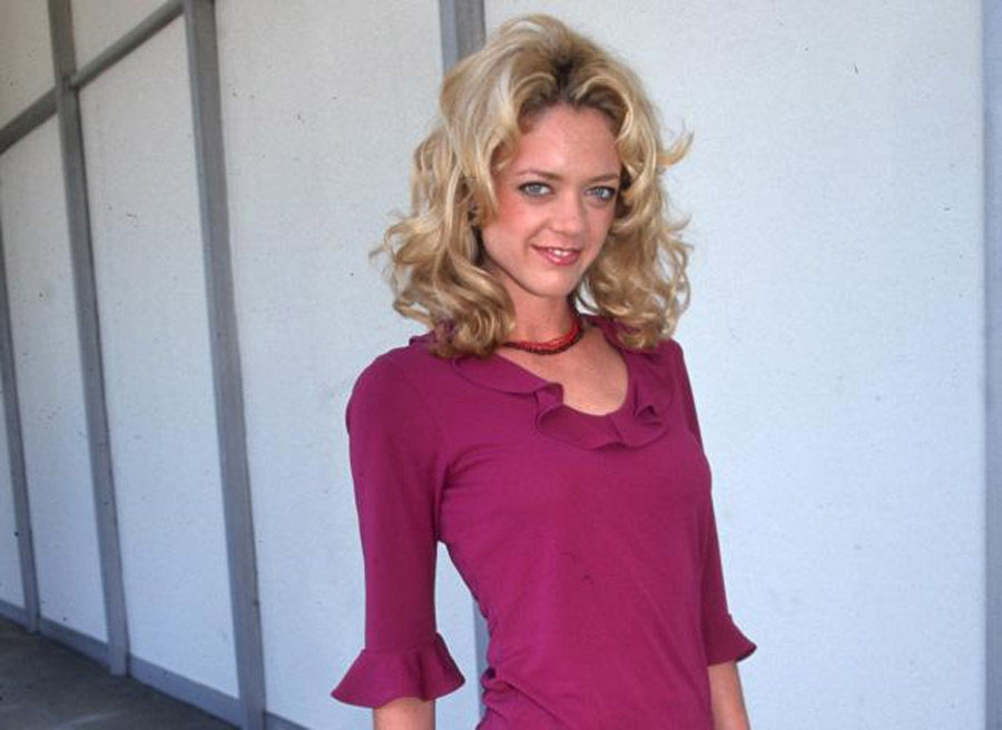 Lisa Robin Kelly dead at age 43: 'That '70s Show' actress dies during alleged rehab stint 46030
