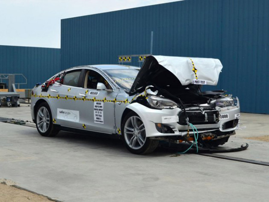 The Tesla Model S Is So Safe It Broke the Crash-Testing Gear 46170