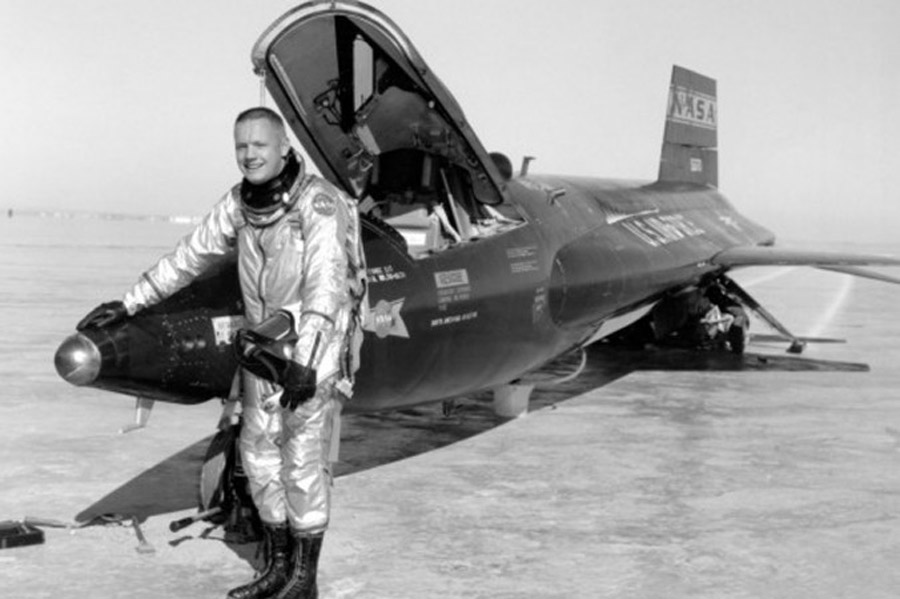 Neil Armstrong 'RIP' Trends on Twitter, But He Died a Year Ago 46364