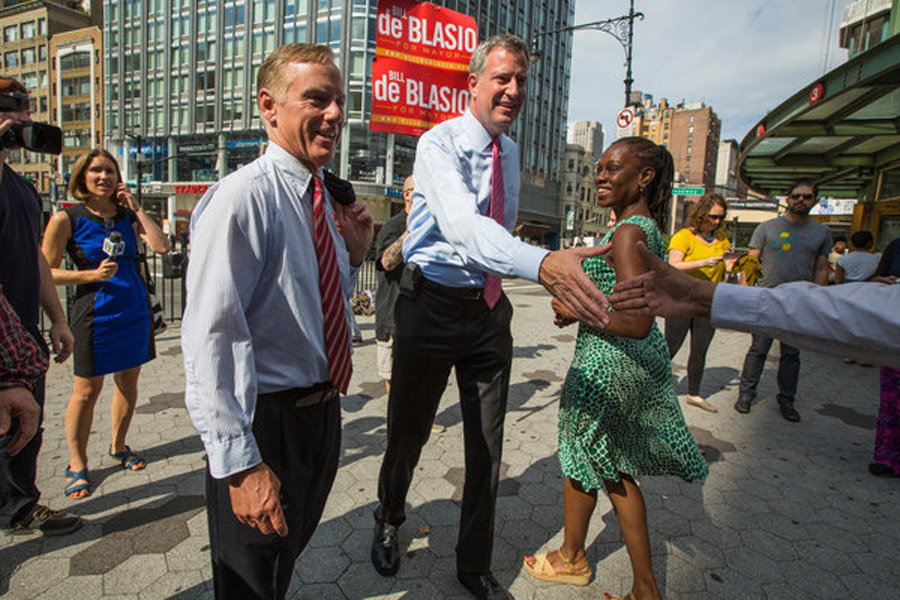 Poll Shows de Blasio With Big Lead 46415