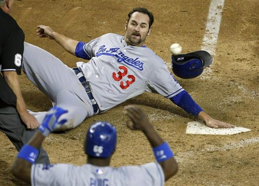Dodgers clinch NL West, rally past Diamondbacks 7-6 as Ramirez homers twice 46577
