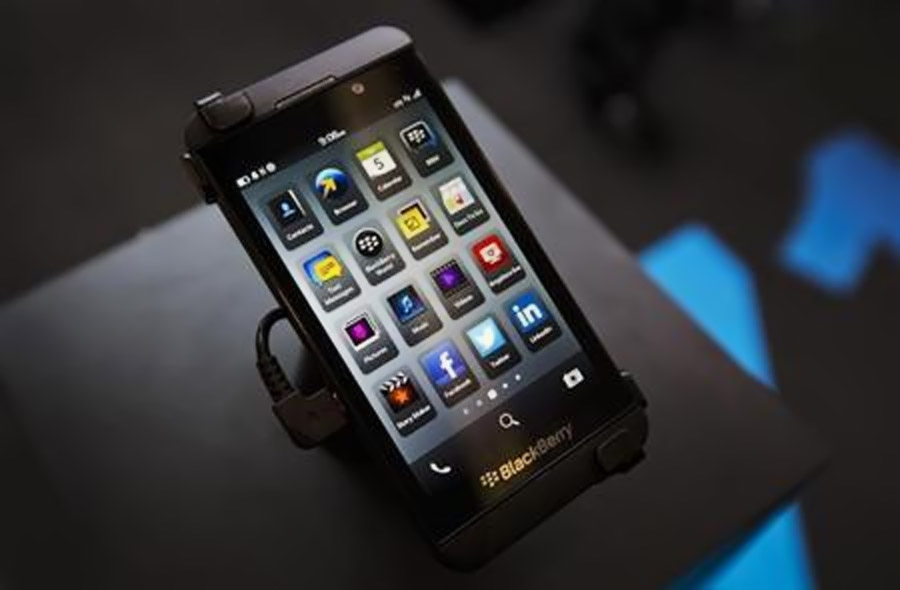 BlackBerry move away from consumers unlikely to stem decline 46664