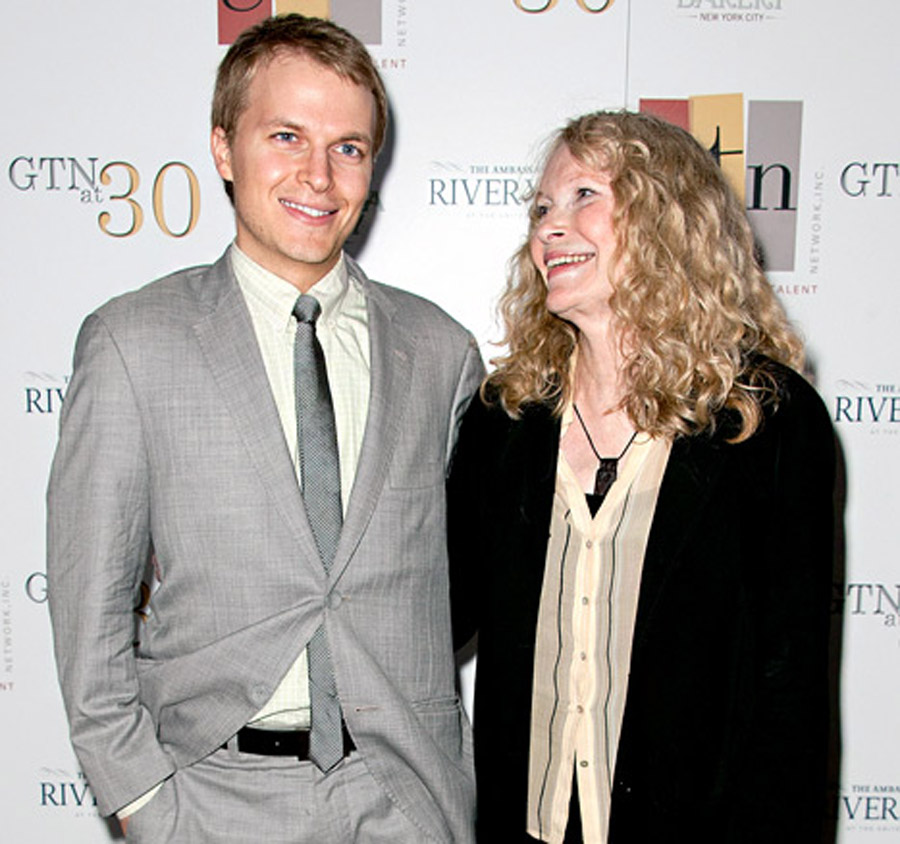 "Mia Farrow: Son Ronan is ""possibly"" Frank Sinatra's 47015"