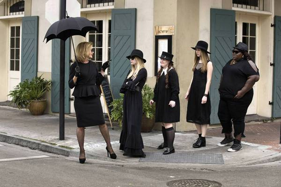 Review: 'American Horror Story: Coven' casts a wicked spell 47209