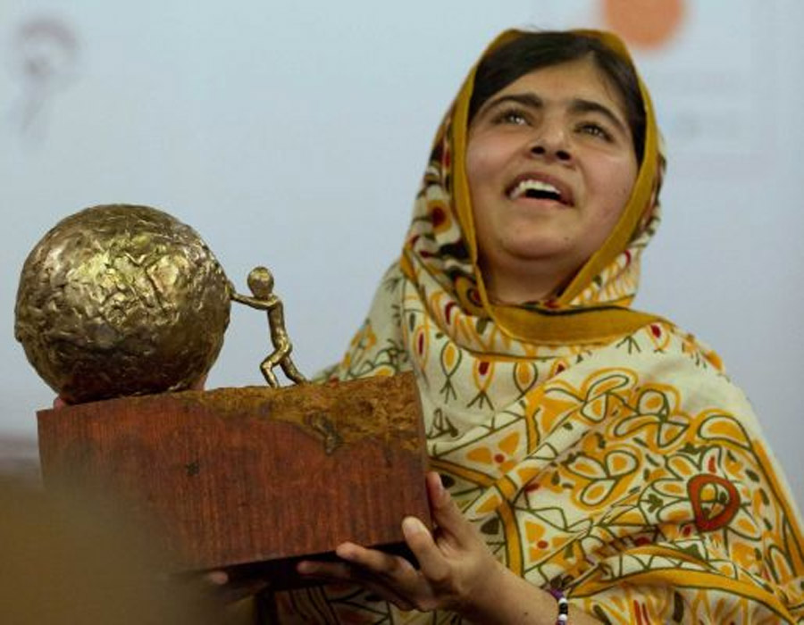 Malala Yousafzai, Pakistani teen shot by Taliban, tells story in 'I Am Malala' memoir 47220