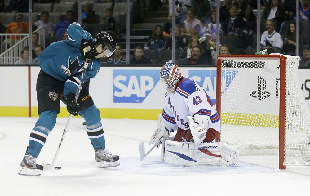 Tomas Hertl's trick-shot goal is fourth of game 47224