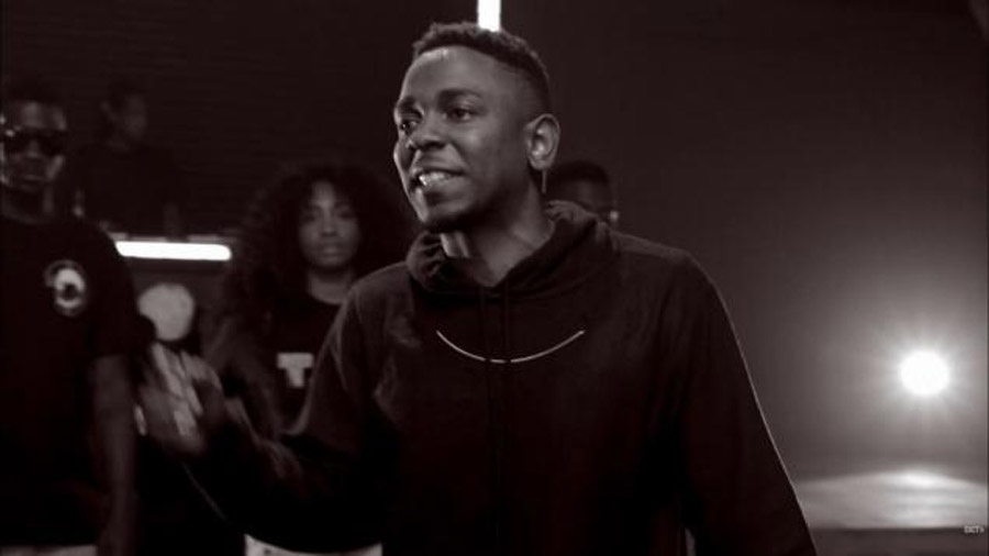 Kendrick Lamar crowns himself 'king' of rap, calls out Drake during BET Hip Hop Awards Cypher 47365