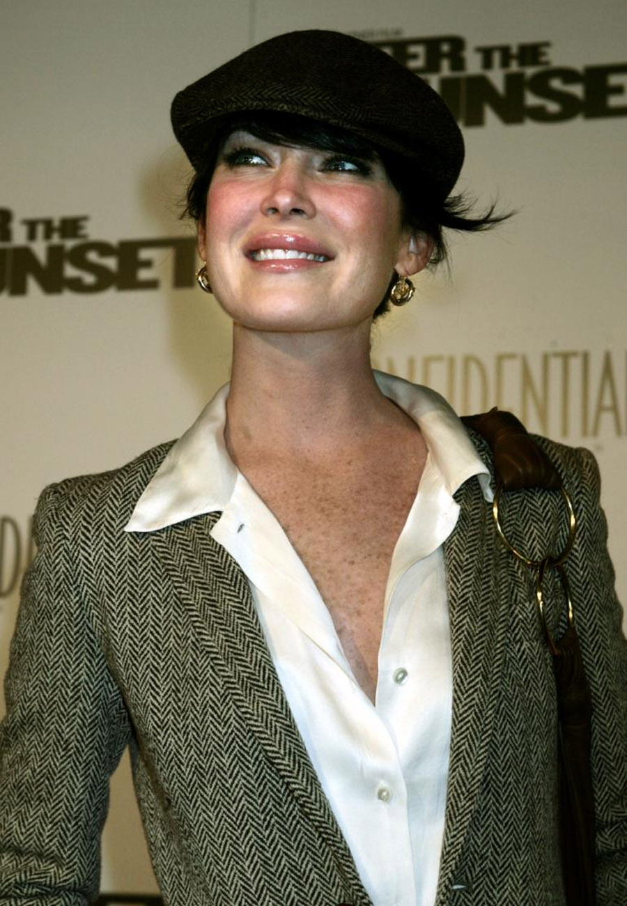 Lara Flynn Boyle Before And After Photos Unrecognizable! Botched Plastic Surgery, Bad Botox Cause Of Disastrous Makeover? 47408