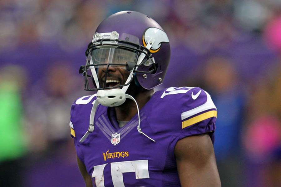 Greg Jennings shakes his head in disgust at the Vikings' miserable offense 47441