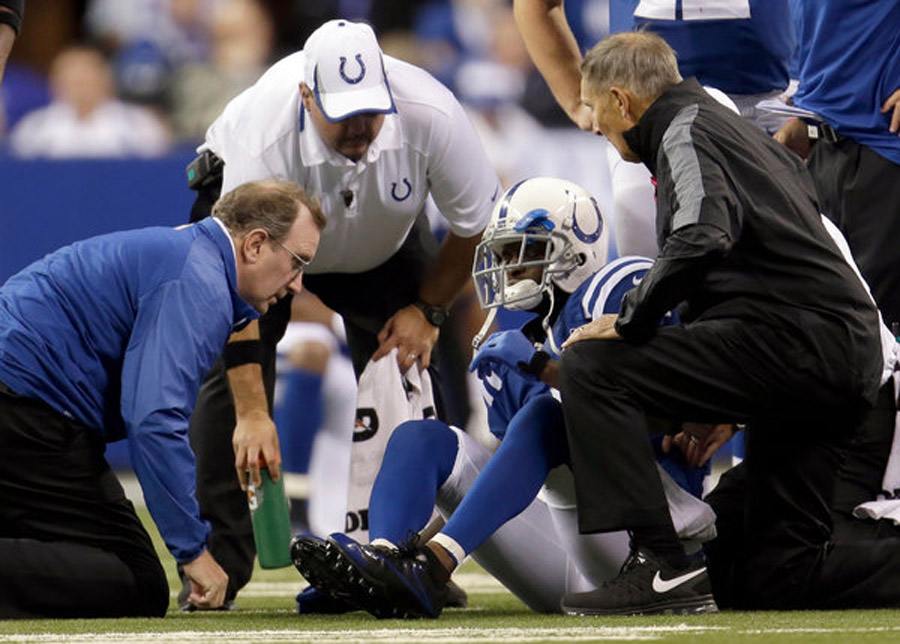 Knee Injury Ends Season for Colts' Wayne 47447