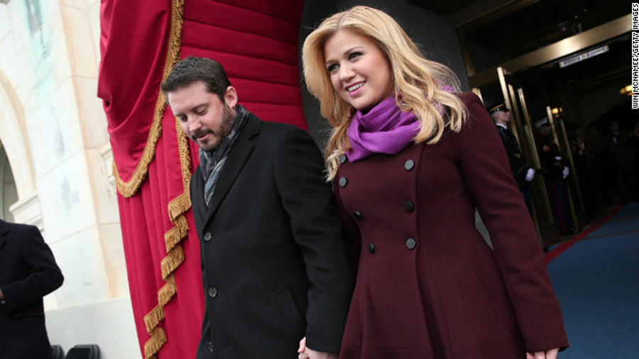 Kelly Clarkson weds: 'I'm officially Mrs. Blackstock :)' 47458