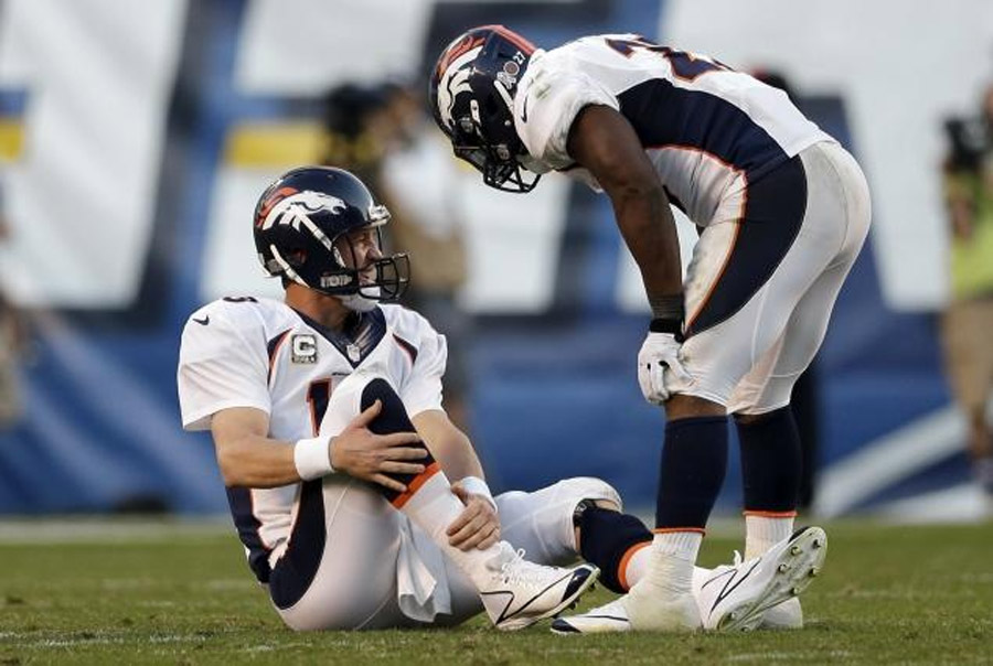 Peyton Manning hurt in closing minues of Broncos win over San Diego Chargers Sunday 47968
