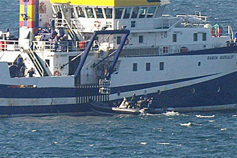 Tensions heighten over Gibraltar as Spain sails ship into British waters 48151
