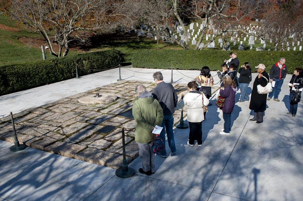 Visitors to JFK grave mourn loss, way things were 48189