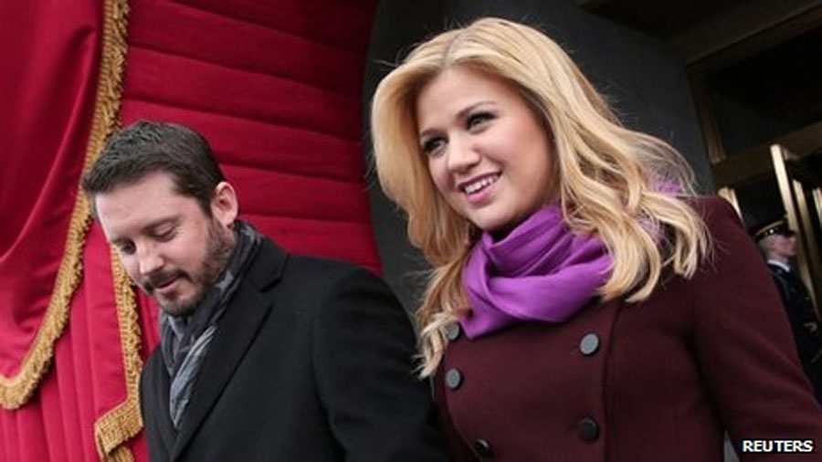 Kelly Clarkson confirms she's pregnant with first child 48215