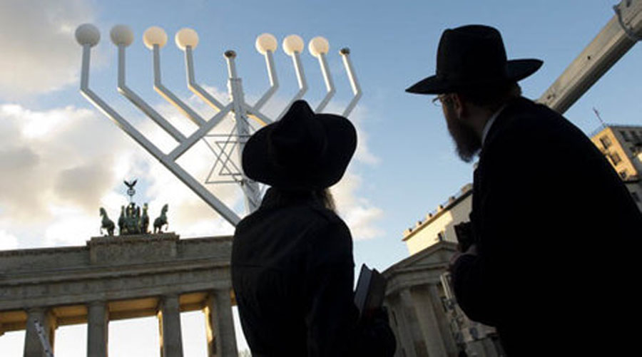 National Menorah lit Wednesday near White House 48407