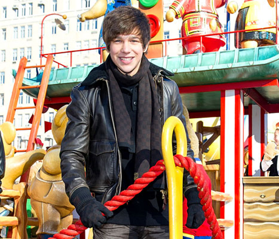 "Austin Mahone Sings ""Banga Banga"" at Macy's Thanksgiving Day Parade 48491"