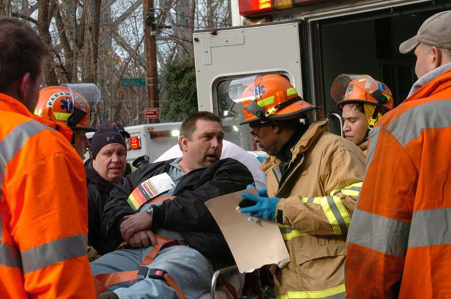 4 dead, 63 injured after NYC-bound Metro-North passenger train derails in Bronx 48518