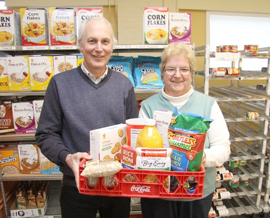 READER SUBMITTED: American Eagle FCU Middletown Branch Makes Food Donation To Amazing Grace Food Pantry 48566