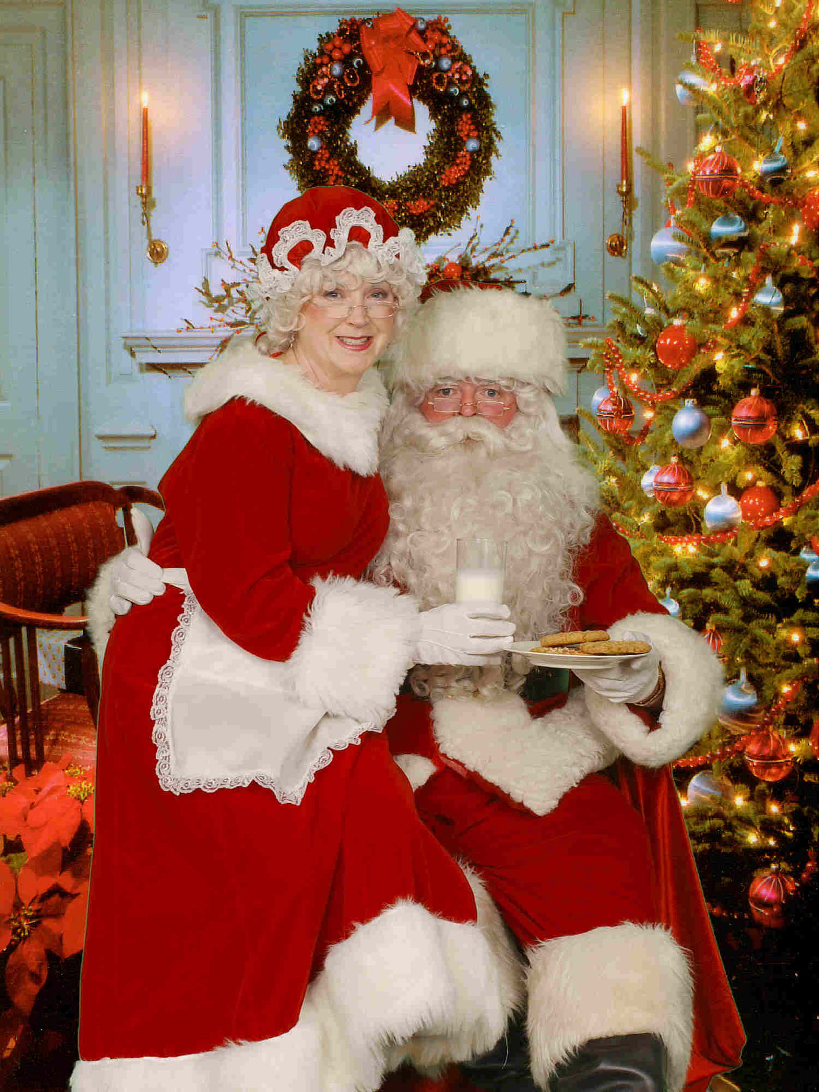 Mr. and Mrs. Claus happy together 48628
