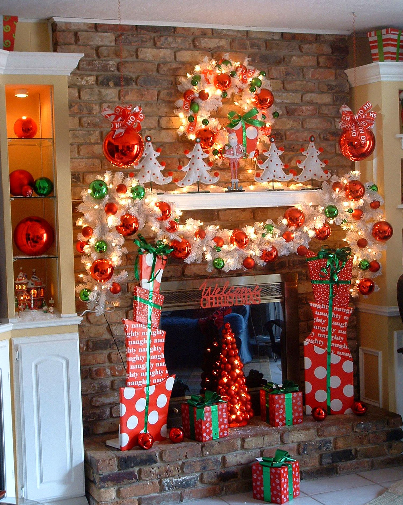 fireplace decorating ideas for christmas night 48670