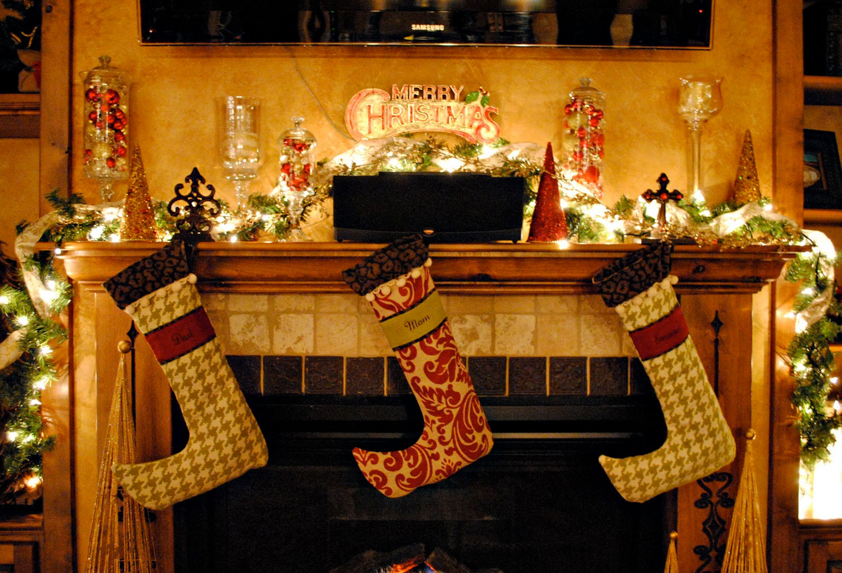 beautiful christmas decorations fireplace cool light 48680 - Beautiful Mantel Christmas Decorations