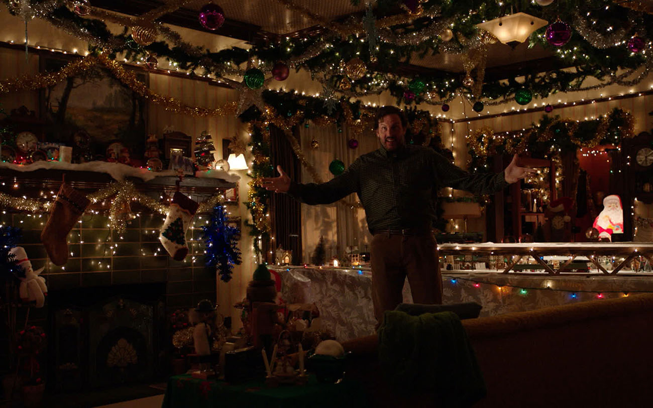 Silas Weir Mitchell Talks Grimm, Krampus, and Decorating for Christmas 48829