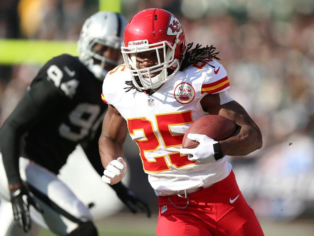 Jamaal Charles shines, Chiefs clinch playoff spot 48831